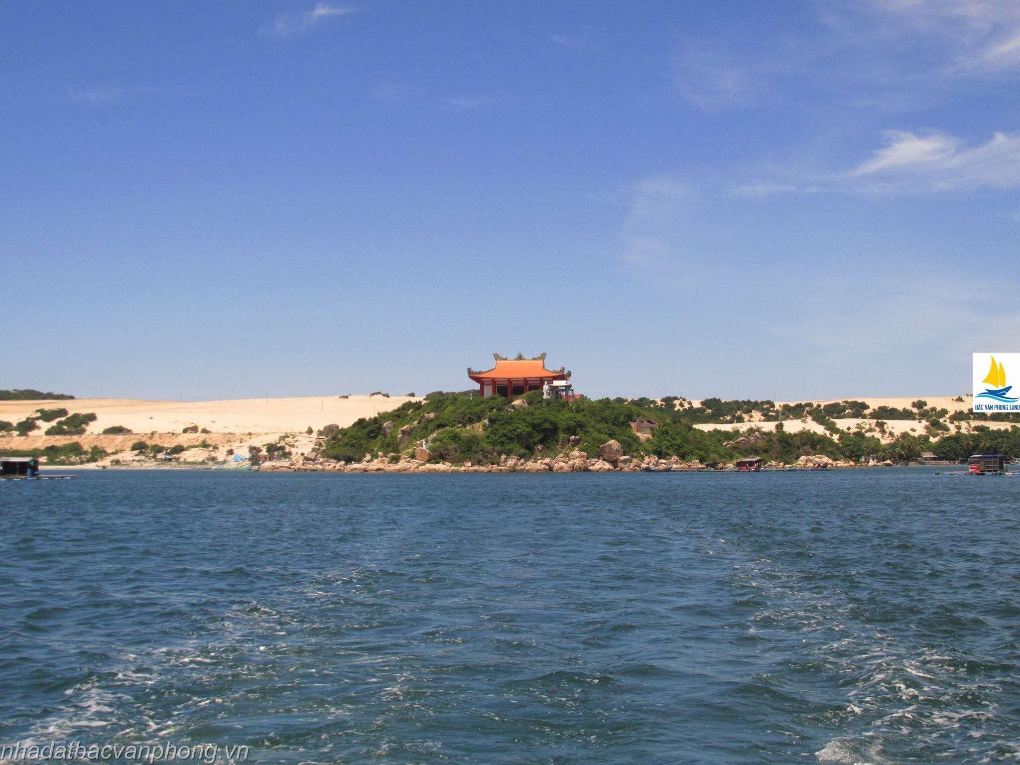 Chùa Thiên An Tự nằm trong quần thể bán đảo Đầm Môn