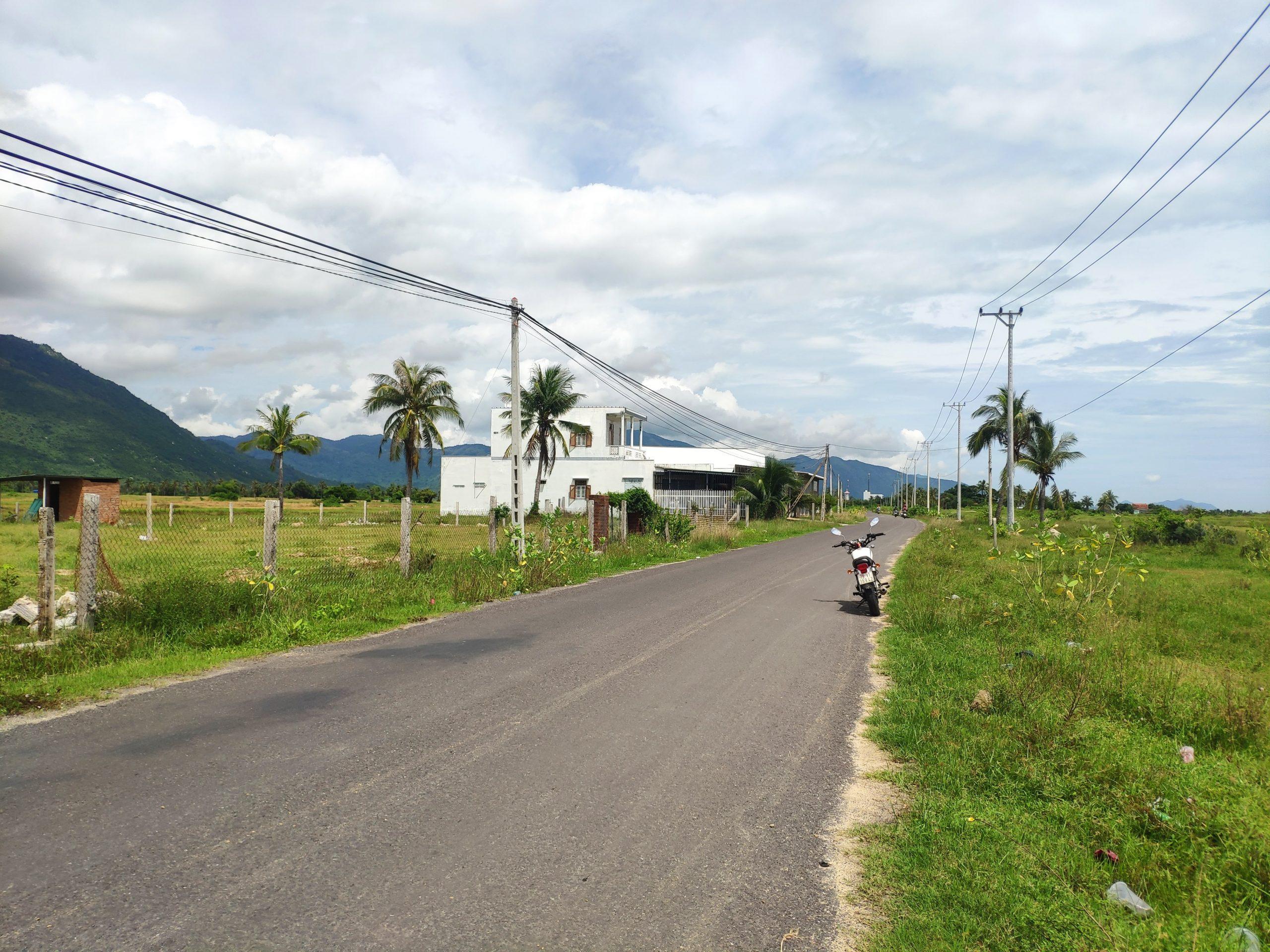 Mặt đường Nguyễn Huệ Vạn Ninh 3