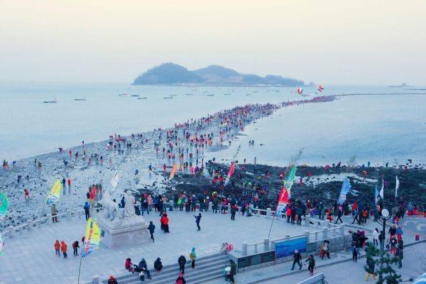 Con đường đầy cát và sỏi chỉ hiện lên vài lần trong năm ở Hàn Quốc