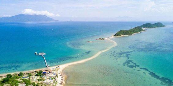 Đường đi bộ giữa biển tại đảo Điệp Sơn - Vịnh Vân Phong
