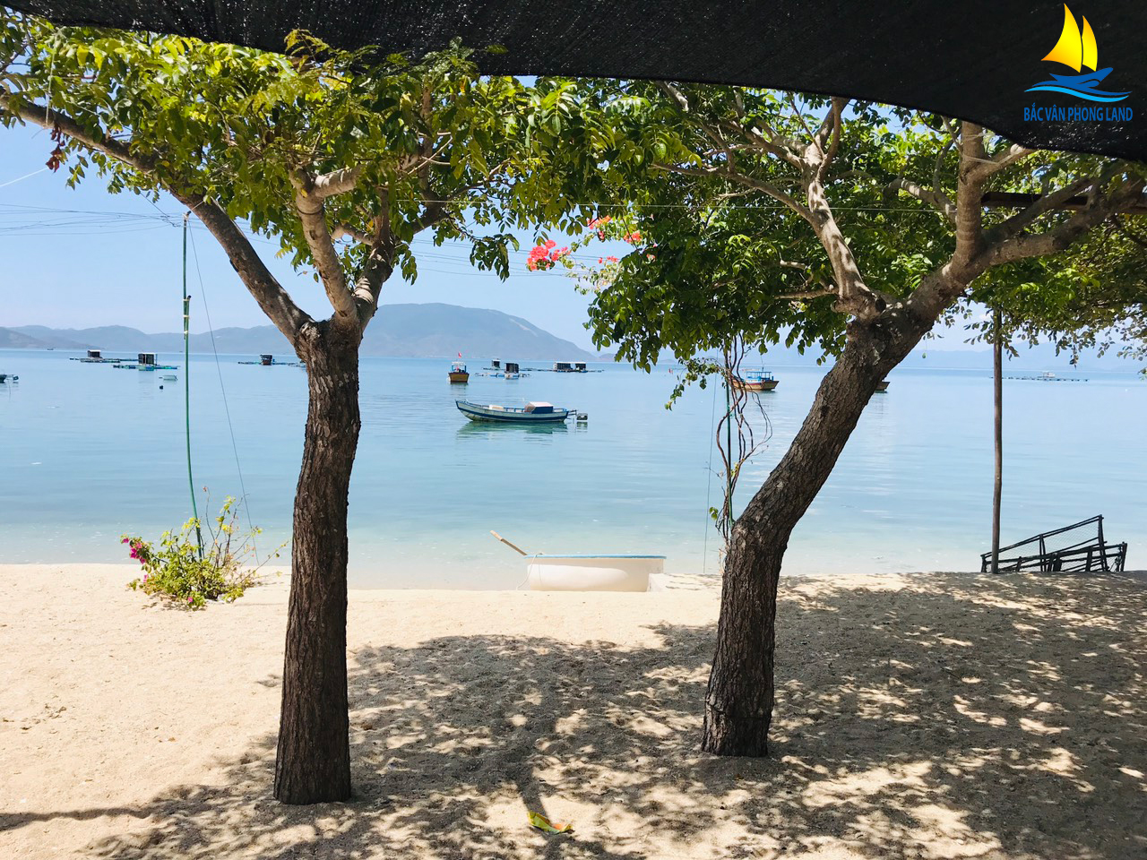 Mặt biển Đảo Điệp Sơn yên tĩnh và trong lành